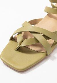 RAID - EZRA - Sandály s odděleným palcem - sage green - 2