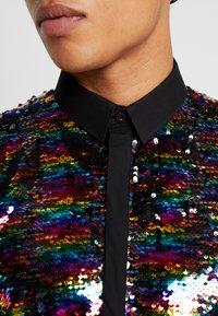 Twisted Tailor - PRIDE LIQUORICE SHIRT EXCLUSIVE - Vapaa-ajan kauluspaita - rainbow - 3