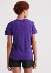 Superdry - SPORT CLASH - Print T-shirt - winter purple - 2