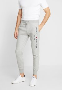 Tommy Hilfiger - BASIC BRANDED  - Tracksuit bottoms - grey - 0