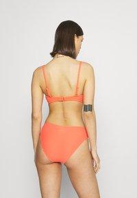 Sloggi - WOMEN SHORE VANUATU ISLANDS - Haut de bikini - coral - 2
