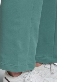 adidas Originals - PREMIUM JOGGERS - Joggebukse - turquoise - 3