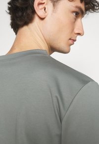 ARKET - Jednoduché triko - grey medium - 4