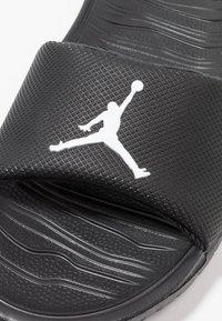 Jordan - BREAK SLIDE - Pool slides - black/white - 2