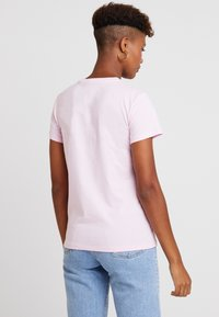Levi's® - THE PERFECT TEE TEXT  - Triko s potiskem - pink - 2