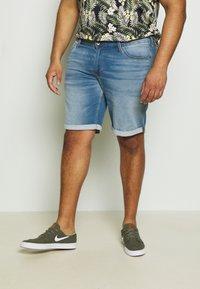 Jack & Jones - JJIRICK JJICON  - Denim shorts - blue denim - 0