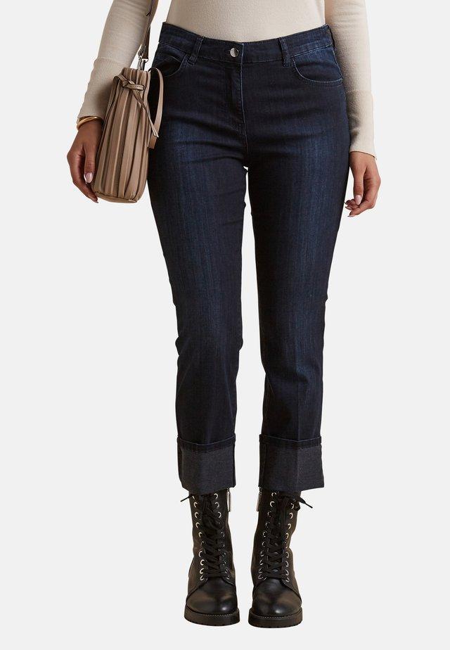 CON RISVOLTO - Jeans a sigaretta - blu