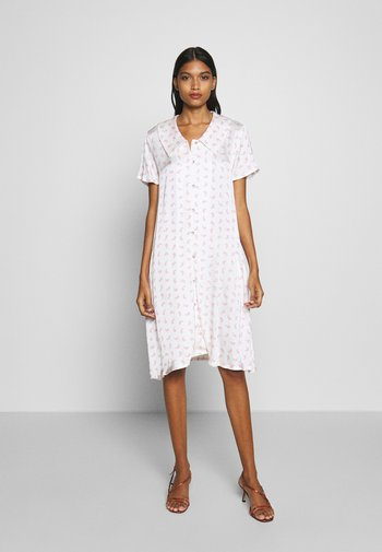 TEDDY DRESS - Denní šaty - white