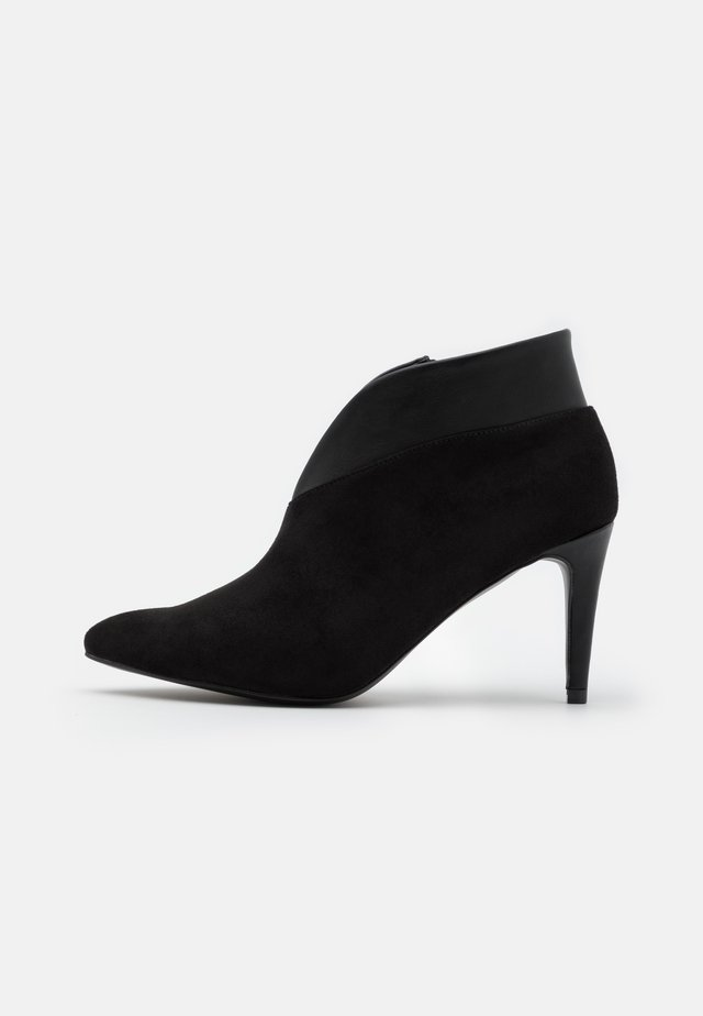 CURVE - Ankle Boot - black