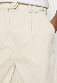 4th & Reckless - ANDERSON - Shorts - cream - 4