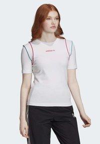 adidas Originals - SLIM T-SHIRT - T-shirt print - white - 3
