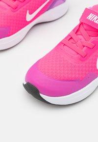 Nike Sportswear - WEARALLDAY UNISEX - Sneakers laag - hyper pink/white/fuchsia glow/dark smoke grey - 5