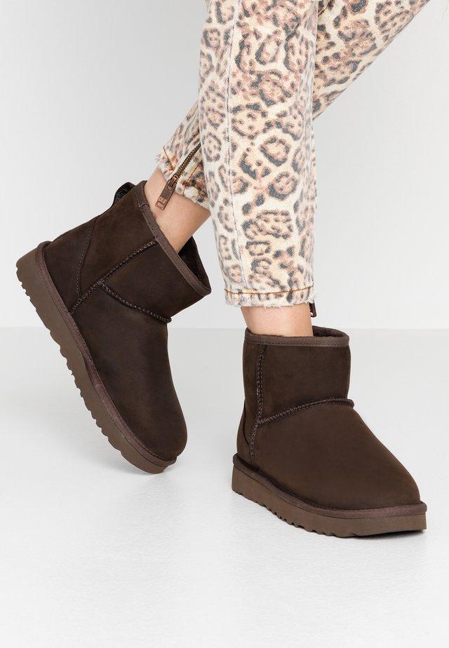 CLASSIC MINI - Korte laarzen - brownstone