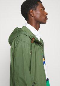 Polo Ralph Lauren - POPLIN HOODED JACKET - Tunn jacka - cargo green - 3
