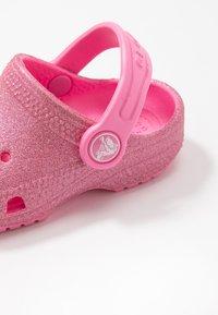 Crocs - CLASSIC GLITTER - Pool slides - pink lemonade - 2