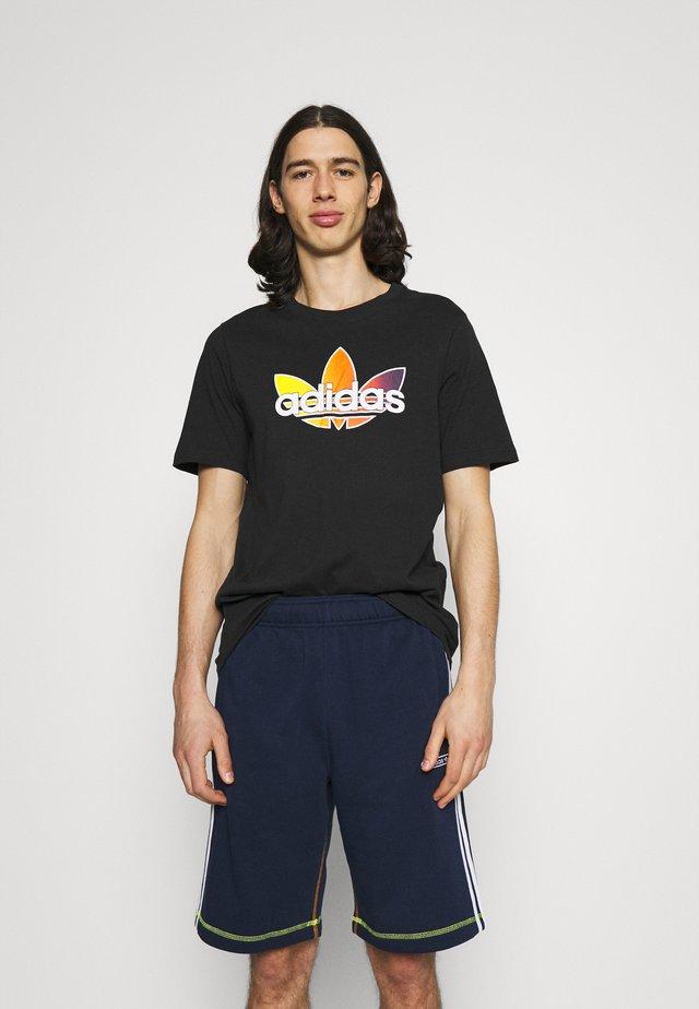 GRAPHIC - T-shirt con stampa - black/multicolor