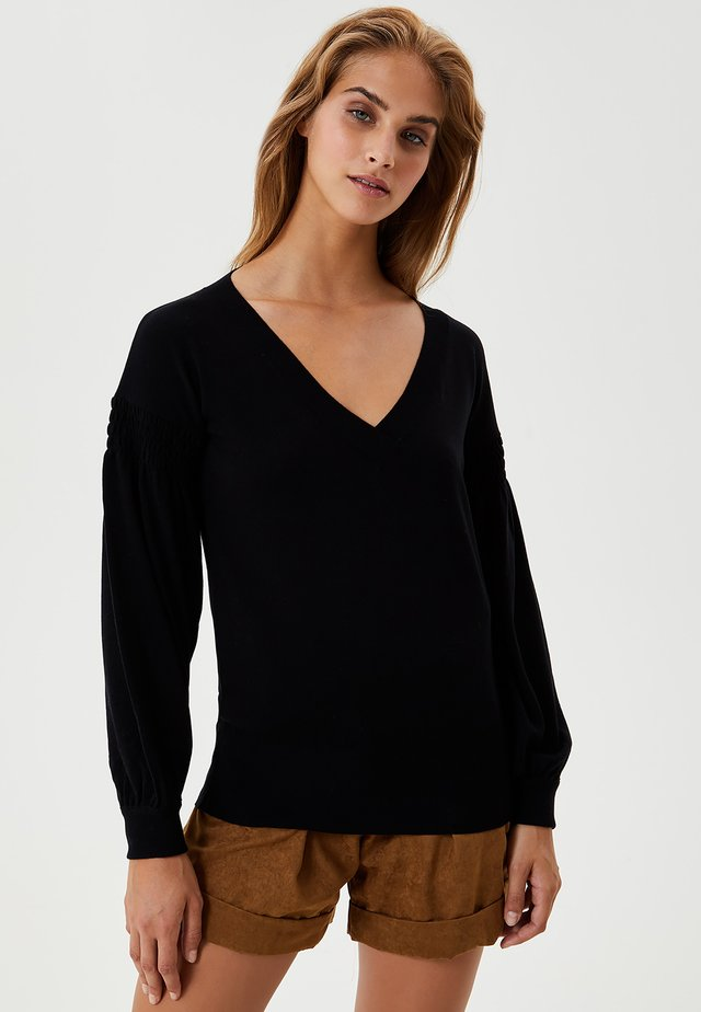 WITH GATHERED DETAIL - Maglione - black