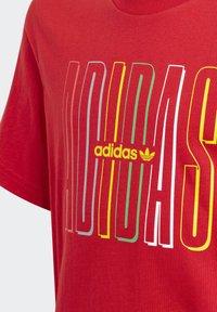 adidas Originals - GRAPHIC LOGO PRINT T-SHIRT - Print T-shirt - red - 2