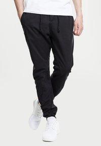 Urban Classics - JOGGING - Cargo trousers - black - 0