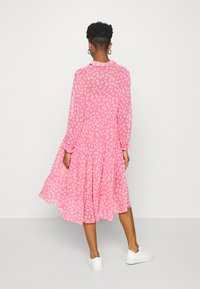 Tommy Jeans - FLORAL MIDI SHIRT DRESS - Sukienka letnia - floral/glamour pink - 2