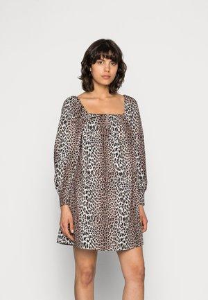 VICKY SHORT DRESS - Vapaa-ajan mekko - leopard