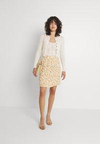 Pieces - PCNYA SKIRT - Mini skirt - buttercream - 1