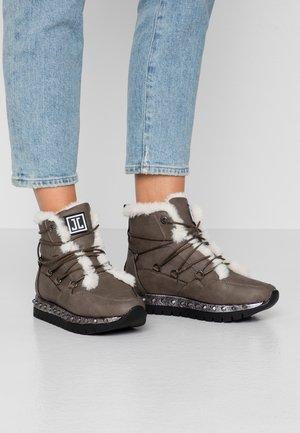 Zimní obuv - khaki/silver