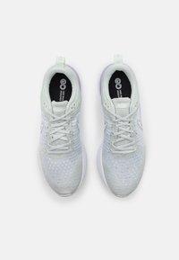 Nike Performance - REACT INFINITY RUN FK 2 - Nøytrale løpesko - light silver/white/infinite lilac/barely green - 3
