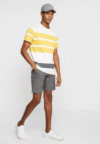Lindbergh - RELAXED SUIT - Shorts - grey mix - 1