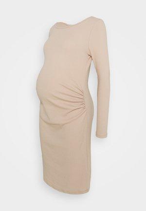MATERNITY LETTUCE EDGE LONG SLEEVE DRESS - Sukienka z dżerseju - sand dune