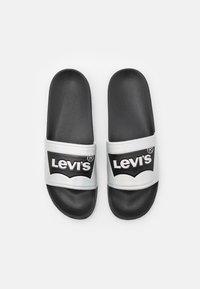 Levi's® - POOL 02 UNISEX - Muiltjes - black/metallic silver - 3