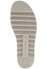 Bugatti - PANTOLETTEN - Sandaler - silver/grey 1315 - 6