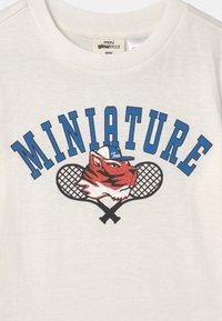 Gina Tricot - MINI TEE - T-shirt print - white - 2