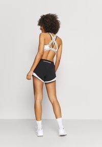 New Balance - SPEED FUEL SHORT - Sports shorts - black - 2