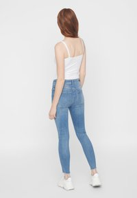 Pieces - SKINNY FIT JEANS CROPPED - Jeans Skinny Fit - light blue denim - 2