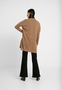 Pieces - PCJANNIS CARDIGAN - Kardigan - brown - 2