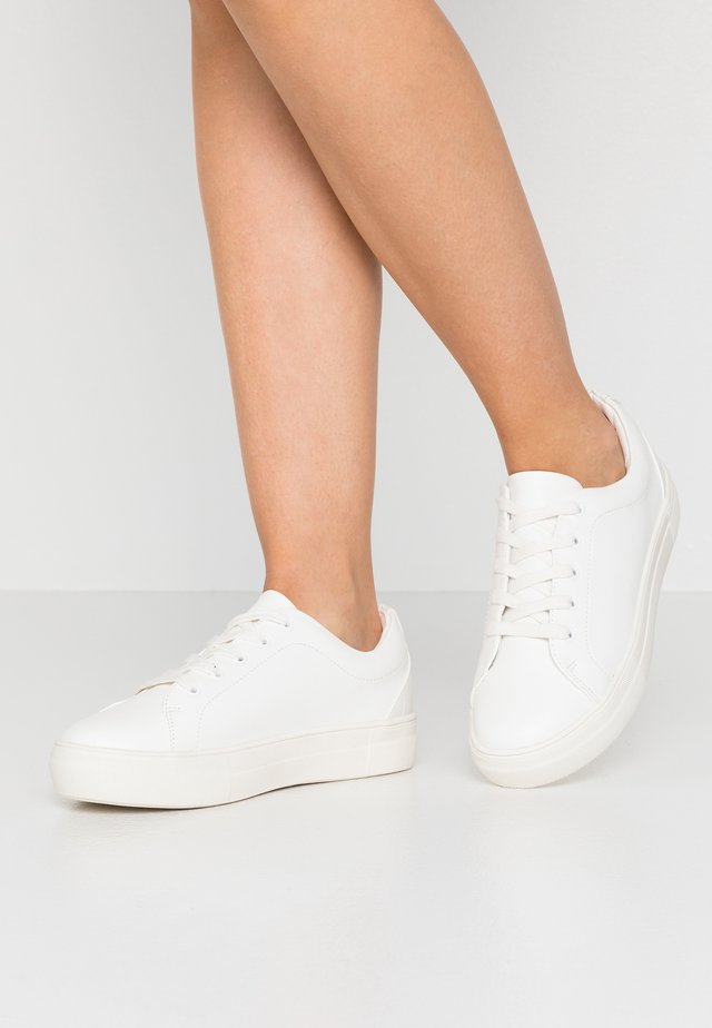 WIDE FIT - Trainers - white