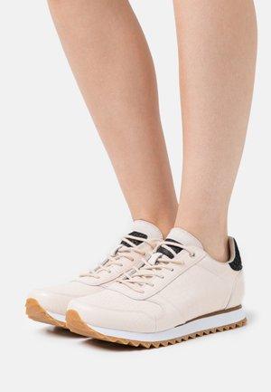 Ydun Croco Shiny - Sneakers laag - whisper white