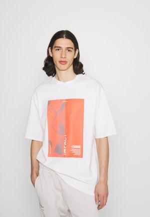 IMPACT UNISEX - Print T-shirt - white