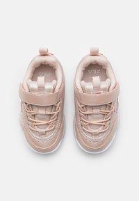 Fila - DISRUPTOR INFANTS - Sneaker low - coral blush - 3