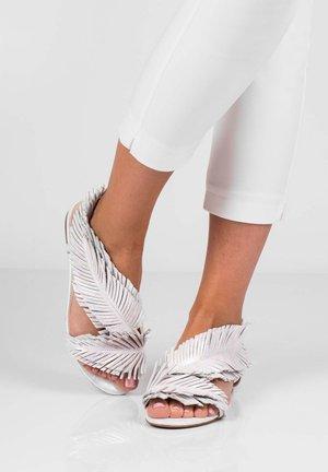 POLY - Sandály - biały