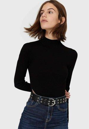 MIT DOPPELTEN EYELETS - Belt - black