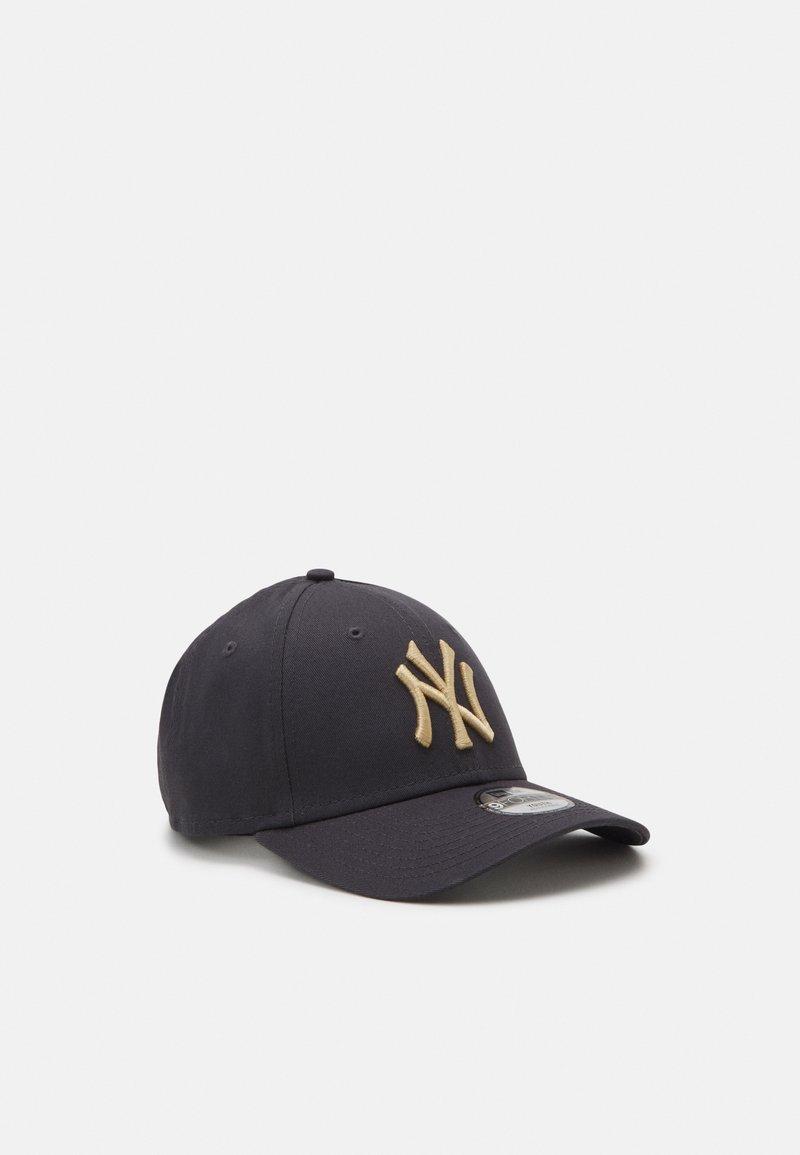 New Era - Y LEAGUE ESS 9FORTY NEW YORK YANKEES UNISEX - Kšiltovka - grey