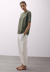 Massimo Dutti - T-shirt basique - khaki - 1