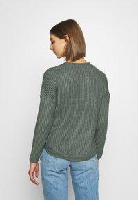 ONLY - ONLBERNICE ROUND - Jumper - balsam green/white melange - 2