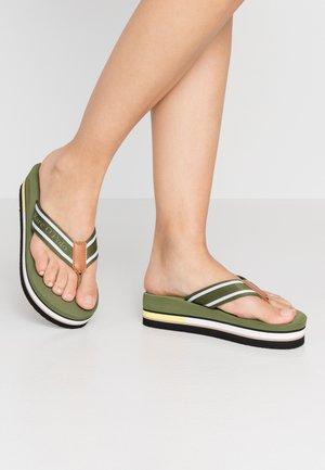 DORA  - Sandály s odděleným palcem - khaki
