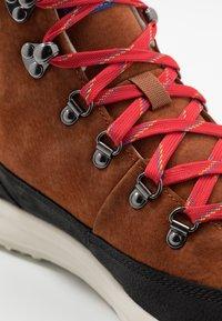 The North Face - MEN'S BACK-TO-BERKELEY REDUX REMTLZ LUX - Hiking shoes - caramel cafe/black - 5