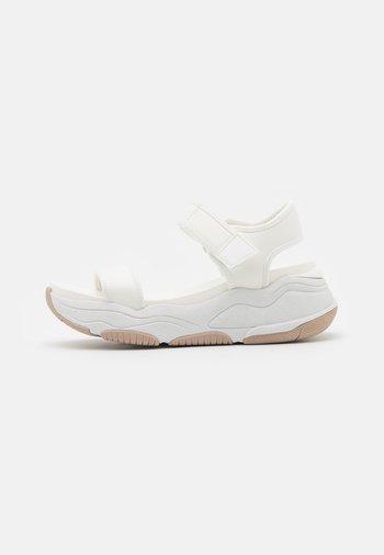 ADWEAVEN - Platform sandals - white