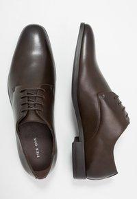 Pier One - Eleganckie buty - dark brown - 1