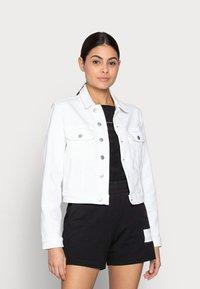 Calvin Klein Jeans - CROPPED  DENIM JACKET - Denim jacket - white - 0